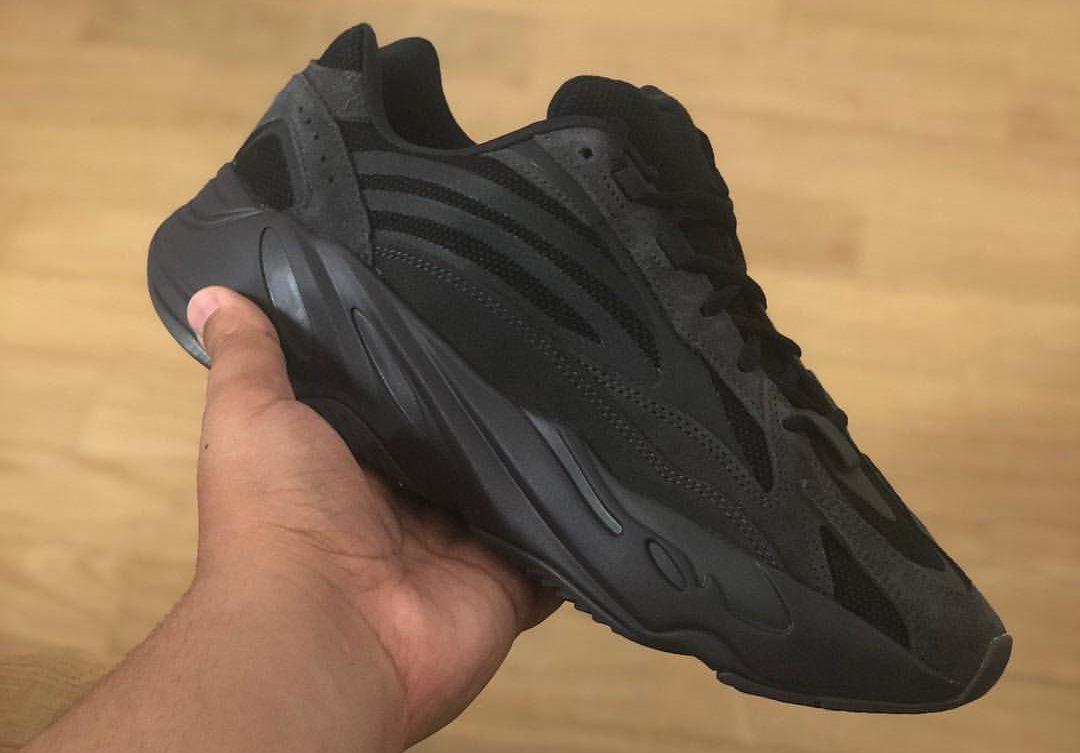 yeezy boost 700 nere Shop Clothing